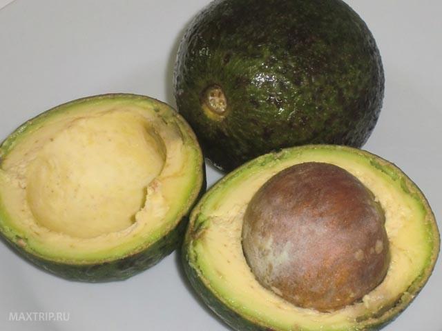 Экзотические тайские фрукты - авокадо