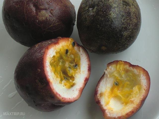 Экзотические тайские фрукты -  маракуйя