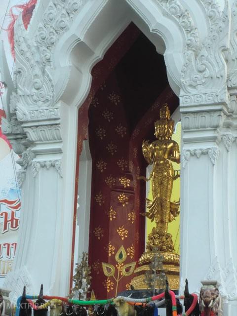 шесть индийских божеств рядом с Chit Lom Station, Бангкок